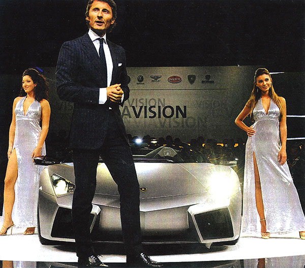Werbebild mit Auto und Figuranten