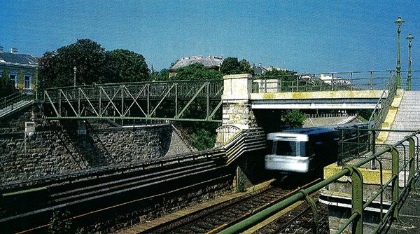 U-Bahn U4 in der Nähe von Wien Hietzing